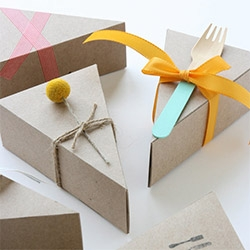 A la Modo's adorable pie boxes and wooden forks!