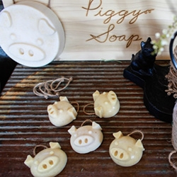 Piggy Soaps ~ strangely adorable handmade, all natural, small batch soaps by Kazu Namise (the woman behind hair care line, Phylia de M)