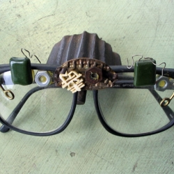 "A do-it-yourself approach to ""pimping your reading glasses,"" resulting in eyewear worth a second glance."