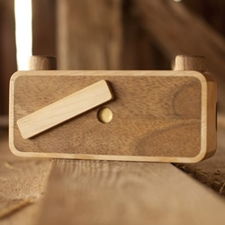 PINHOLE, the family of awesome wooden pinhole cameras hancrafted by Slovenian brand ONDU.