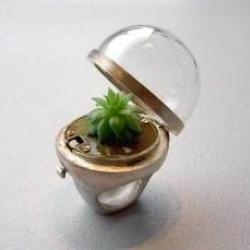 Very green ring from jewelry studio  cbijoux.  via swissmiss.