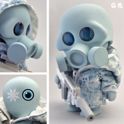 Project Squadt release coming on July 5th 2011 Noon Central Time. The GASSED S004 [FROZN WHOLE] figure will be limited to a run of 200 pieces.