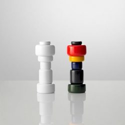 Playful salt and pepper mills by Norway Says for Muuto. The salt and pepper mills bring a good looking plus to your cooking.