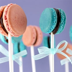 Bakerella of the amazing cakepops and cupcakepops takes it a step further with these adorable Macaron Pops! Made from Tartelette's recipe and filled with chocolate ganache ~ mmmm.