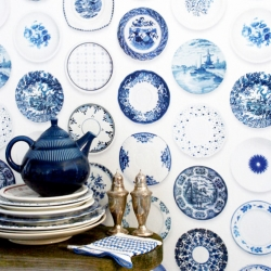 This porcelain wallpaper designed by Studio Ditte was totally inspired by blue tableware. Very delicate!