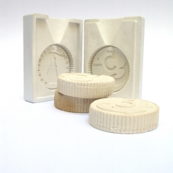 "Lire di sapone"" is a silicone mould to create fragrant soaps with the looks of italian old coin.