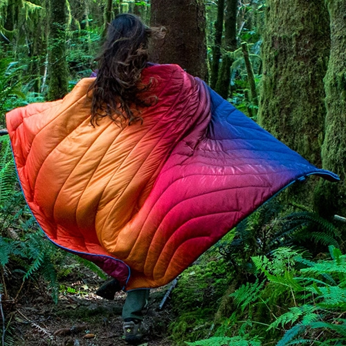 The Rumpl Faded Puffy Blankets in Pyro-Fade and Ocean-Fade are stunning! An REI exclusive, with incredibly photogenic popping colors and beautiful photos.