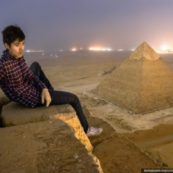 Russian photographers secretly climb the Great Pyramid Of Giza, document the experience with crazy photos.