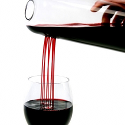 RainMan is a decanter by Swedish designer Matilda Sundén Ringnér and it plays with the traditional way of transporting water/wine from container to drinking glass.