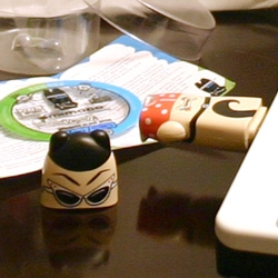 While the last post tells you about the line - here's my hands on review of all the goodies you get INSIDE a Mimobot. Yes, when you behead it to plug it into your comp.
