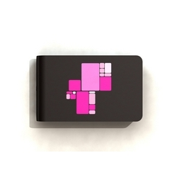 The IVY external hard disk drive shows on an OLED screen what's inside with pink squares. The more the square is large, the more the file size is important.