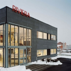 Swedish architectural firm Thorbjörnsson+Edgren has designed the HQ for the marquess and jalousie company Riviera. I especially like the big windows and the simple red logo above the entrance.