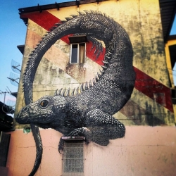 ROA travelled to Panama where he spent the last few weeks working on new pieces on the streets of Panama City.