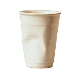 This creased cup signed by Rob Brandt became a classic of the design. Play of material, diversion of the object, Realized in white ceramic.