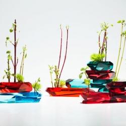 Japanese designer Jin Kuramoto has created Rock, a beautiful series of transparent and colorful ikebana vases.