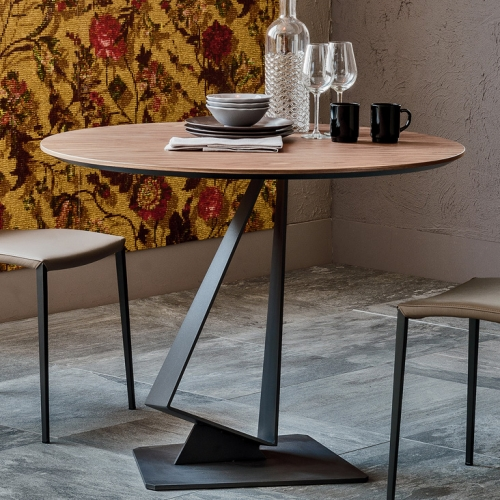 Roger by Cattelan Italia is a dining table with modern and elegant design, perfect for any space.