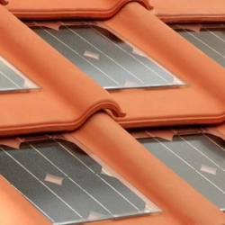 By combining tradition and modernity, Tegolasolare developed a roof tile made from red clay that is similar to traditional tiles of terracotta, but by an embedded photovoltaic panel.