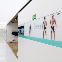 Assos is a Swiss manufacturer of cycling clothes. Ruby³ architects designed a shiny new showroom in black and white adapting the corporate identity of Assos.
