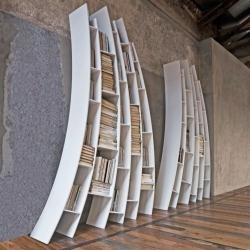 Italian designer Giuseppe Viganò of Saba Italia proposes his interpretation of the free modern library.