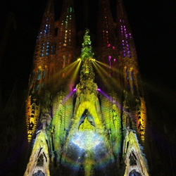Ode à La Vie (Ode to Life) by Moment Factory is a moving fresco+projection mapping project on one of the most famous pieces of architecture in the world, Gaudi's Sagrada Familia in Barcelona, Spain.