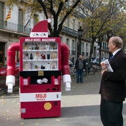 """If Santa Claus came from Japan, he would be a vending machine"" is the latest action by MUJI Spain."