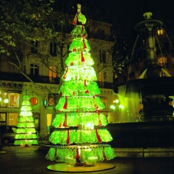 In Paris, the DesignPack Gallery made installations of christmas trees and other decorations only made with plastic bottles