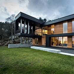 A stylish villa in Norway, by Saunders Architecture.  Nice use of the volumes to frame the surrounding landscape.