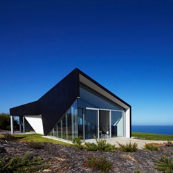 Designed by Andrew Simpson Architects, the Scape House twists in all its geometric wonder towards the natural landscape.