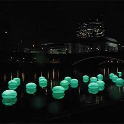 Howeler + Yoon Architecture created these floating orbs, which are enabled by RFID tags. When visitors sit on the orbs on the bank, corresponding orbs floating in Philadelphia's Schuylkill River light up.