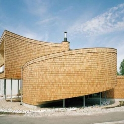 The Seashell House, one of a trio of wonderful wooden houses by Finnish architect Olavi Koponen. Green, baby, Green...