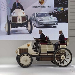 The recreation of the Semper Vivus celebrated its World Debut in Geneva- alongside the Hybrid version of the Panamera.