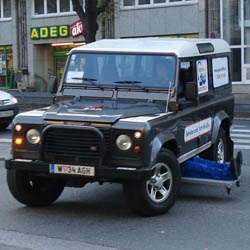 Service 24 Austria is a Break-down Service that is there for its customers around the clock. To advertise this, a car with a mechanic working underneath it - represented by two plastic legs sticking out - drove around the city.