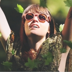 Experimenting with a Stereoscopy, a 3D technique from the early 1800's, Shwood Eyewear explores some of Oregon's blissful hideaways in mesmerizing fashion for its new lookbook!