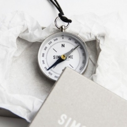 We're living in the digital age and maybe it's time to remember some good old tools, that worked for hundreds of years perfectly. Like this awesome compass by Berlin based SIMON&ME. Get on the analogue track!