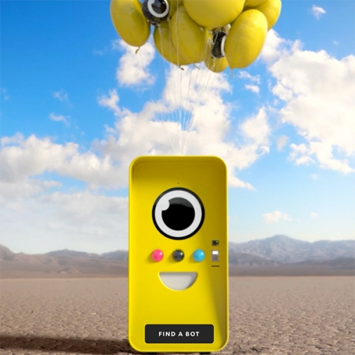 The SnapBot! The minion-esque vending machine that is popping up all over the US selling Snapchat Spectacles (and causing chaos and huge lines) are adorable - So we had to go see it in person!