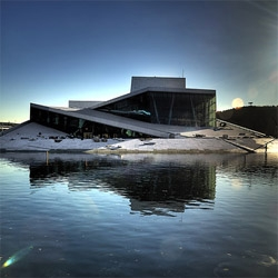 Construction progress of the new Oslo Opera House by Snoetta Architects. The project is based on slopes, converting the roof in a massive public space.