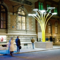 Solar Tree, hi-tech-eco-friendly street light. A very nice mix of art and technology by Ross Lovegrove.