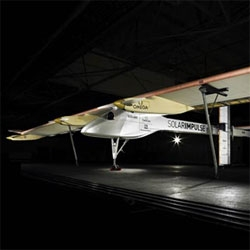 The Solar Impulse solar plane flies at night!