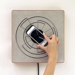 Spira, diploma project by interactive design student Alice Robbiani. The magnetic docking station restores power to the iPhone through inductive charging and turns the mobile device into a wall clock.