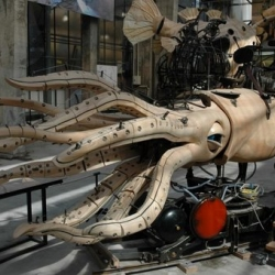 Les Machines de l'ile de Nantes are gigantic mechanical animal vehicles currently on display in the French city of Nantes. Very cool !!