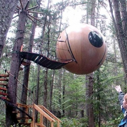 I've wanted a tree house ever since I was little. This thing would have made me THE happiest child on earth. Ever.