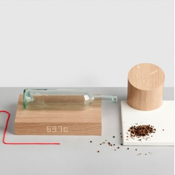 Thingk is a mix of design and engineering products Made in Italy. They develop an interactive clock and kitchen balance with natural material and simply led interface.