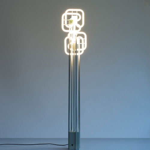 Strala CHAOS is a light sculpture made from five commercially available, interlinking, luminescent tubes. A control dial allows you to choose how many tubes you wish to have illuminated at any time, so you can create a mood to suit you.