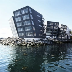 Norwegian architects 70ºN designed this leaning buildings that really overlook the Tromsø strait.