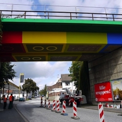 German Streetartist Megz converted a bridge in Wuppertal 'Schwesterstraße' into a LEGO Bridge. It took four weeks to get a result like this.