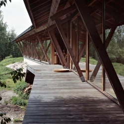 Karin Widnäs's studio designed by Finnish architect Tuomo Siitonen. The house is on a hill in Fiskars, overlooking the Degersjö lake. The massive beams are made from spruce that fell in storms...