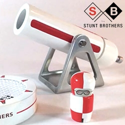 Brinca Dada (of the amazing modern doll houses) is kickstarting The Stunt Brothers! Adorable new wooden toys - our favorite: the little guy you shoot out of a CANNON and into a landing net...