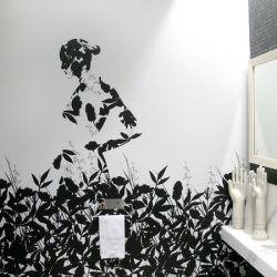 Susie Mendive of SUM knows just how to add a little film noir feel to a bathroom.