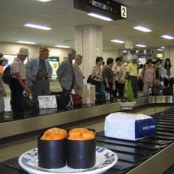 The tourist promotion group of Oita City (Japan) came up with this clever advertising campaign in the airport using this conveyor sushi idea to promote their fresh and yummy sushi.