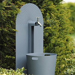 Galvanized steel garden accessories from French company Laorus